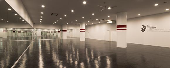 カルド下北沢店の開放感あるホットヨガスタジオ内