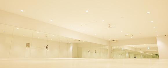 開放感あるホットヨガスタジオの内部