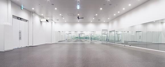 カルド札幌店の開放的なホットヨガスタジオ