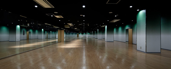 カルド銀座店の開放的なホットヨガスタジオ
