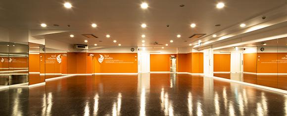 カルド茗荷谷店の開放的なホットヨガスタジオ