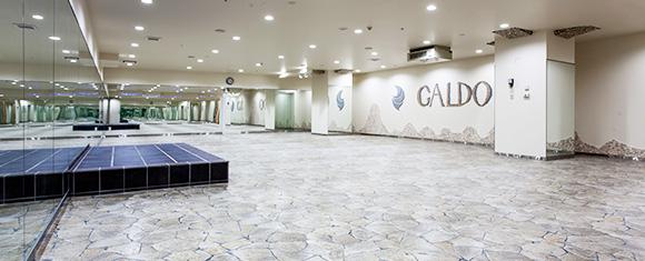 カルド八王子店のおしゃれな石畳み風のホットヨガスタジオ
