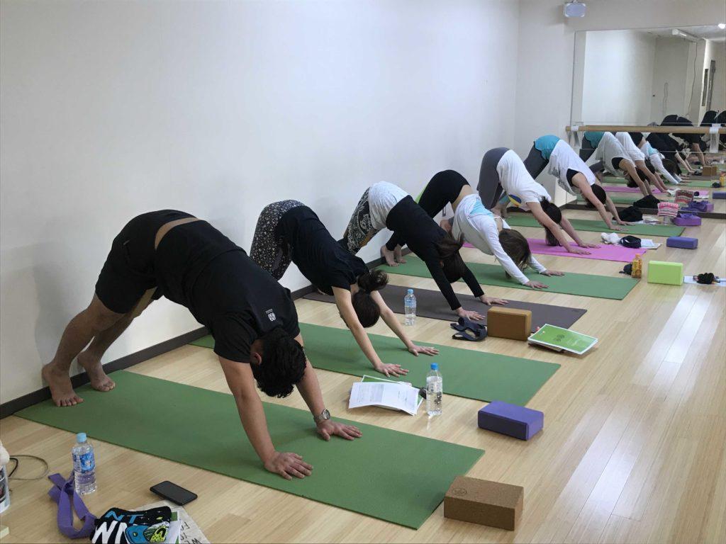 yogaworksワークショップでダウンドッグ