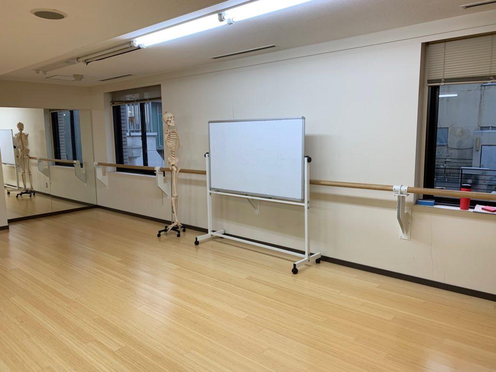 yogaworksのワークショップをするスタジオ